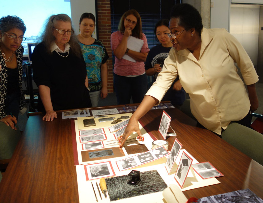 Kabuya Bowens leads a discussion with Leon County educators on etching techniques.