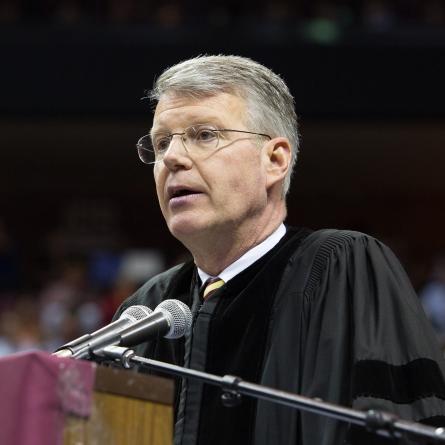 Capital City Bank CEO and FSU alumni Bill Smith speaks to graduates May 2. (FSU Photography/Bill Lax)