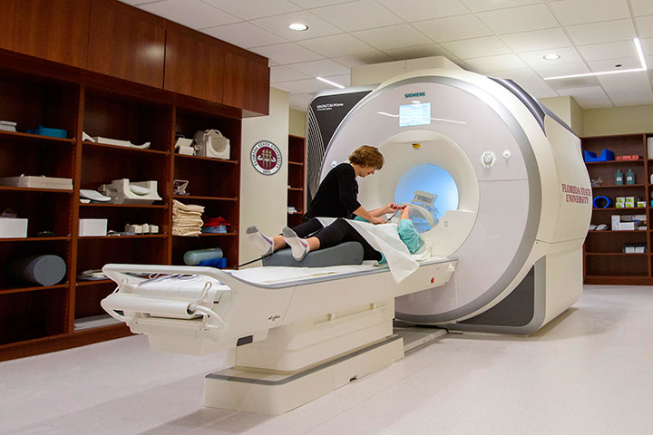 The new functional magnetic resonance imaging (fMRI) machine, located in the College of Medicine.
