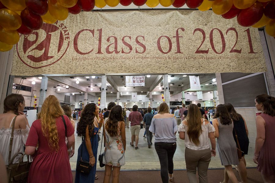 Students head to the President's Welcome after New Student Convocation Aug. 27, 2017. (FSU Photography Services)