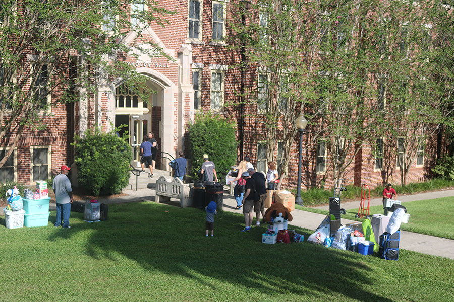 Residence halls move-in Aug. 23, 2017. (Bayard Stern)