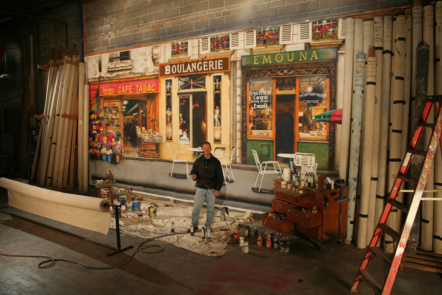 "Chuck Whited painting ""French Street Scenic."""
