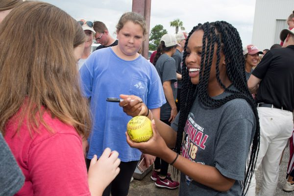 Fans greet FSU's national champion softball players at Tallahassee International Airport on June 6, 2018. (FSU Photography Services)