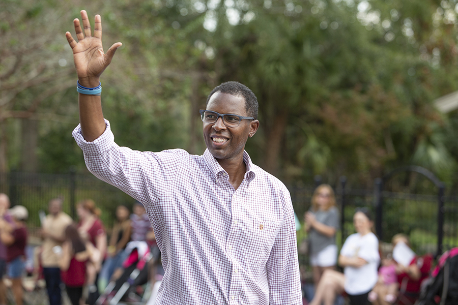1993 Heisman Trophy winner Charlie Ward serves as grand marshal of the Florida State University Homecoming Parade Friday, Oct. 19, 2018. (FSU Photography Services)
