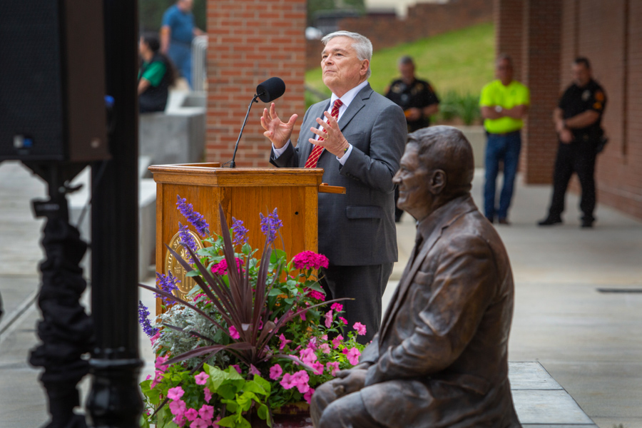 Former President Eric Barron at the EOAS building ribbon cutting and Barron statue unveiling. (FSU Photography Services)