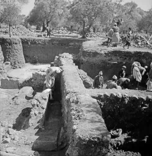 1937, excavations in Daphne (modern Harbiye) underway