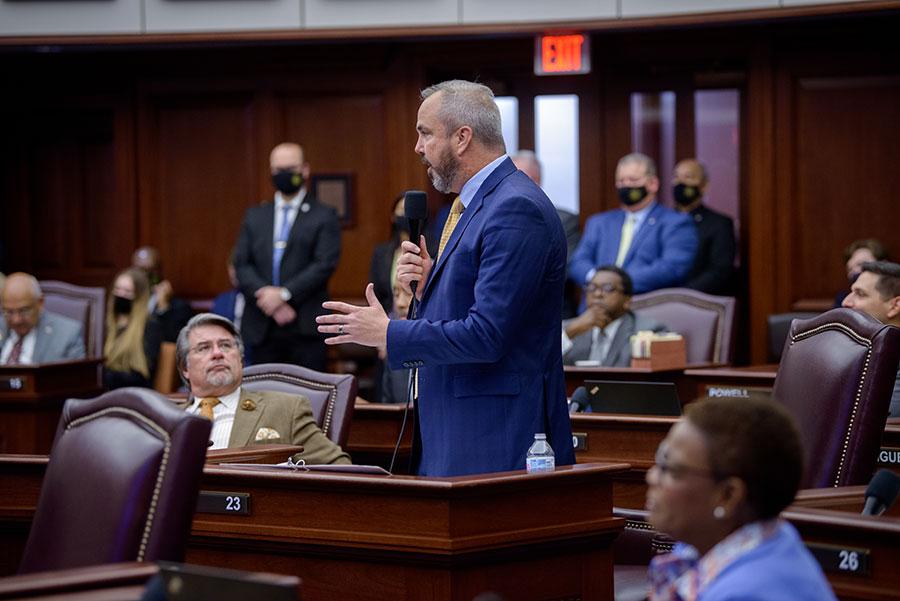 Sen. Joe Gruters, an FSU alumnus, recognize President John Thrasher during session of the Florida Senate April 27, 2021. (Photo courtesy Florida Senate)