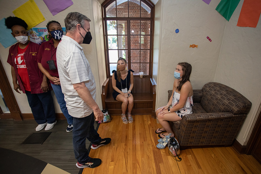 President Richard McCullough Tours residence halls during move-in.