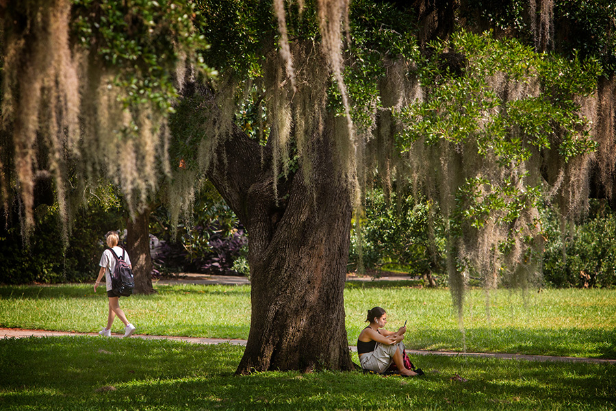 Students on Landis Green for the first day of fall semester Aug. 23, 2021 (FSU Photography Services).